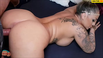 Most sexy of the world - Amateur pov with tattooed busty milf
