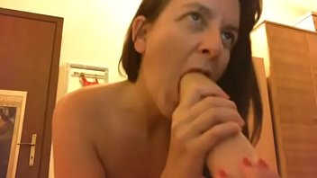Double vaginal penetration for this Italian mother without taboos