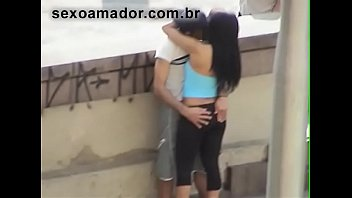 Amateur video caught boy giving his girlfriend a finger in full daylight on the Maria Paula viaduct