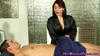 Jizzy mouth masseuse suck 5分钟
