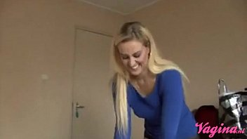 Dutch blonde goddes gets creampied! Britt Angel krijgt een creampie