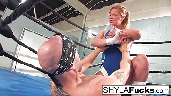 Streaming Video Sexy Shyla Stylez gets some lessons on MMA training but then gives a lesson - XLXX.video