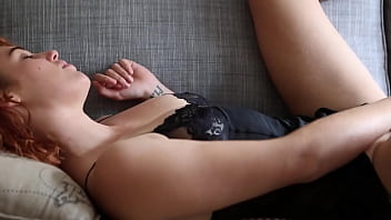 Yanks Hottie Molly Broad's Double Handed Session 11 min