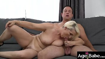 The curvy granny Bibi Pink is on the couch making out with Rob
