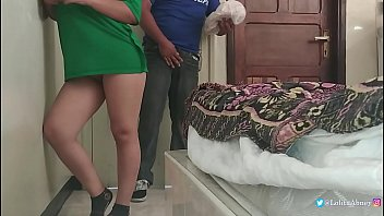 Pizza delivery boy is greeted by these sexy babes / Hidden Camera / HardSex / Blowjob / surprise / LolitaAbney / ChiquiCandy