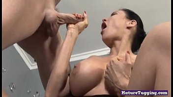 Curvy milf gets pussyrubbed during handjob