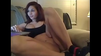 Beautiful girl showing tight pussy in webcam chat 8分钟