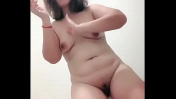 Pinay shares pussy on cam