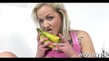 Heavenly Oxana blows meat member
