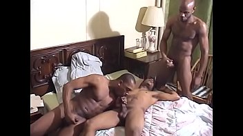 Black thug sucks cock while getting head