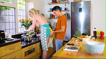 Mom fucked by her son FULL: goo.gl/ugMxrx