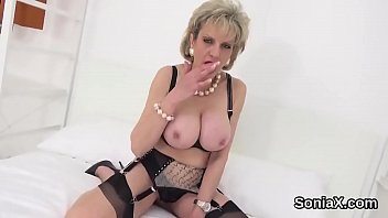 Adulterous uk milf gill ellis reveals her giant hooters