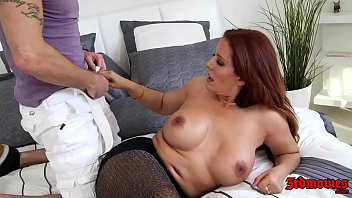 Hot MILF Nicky Ferrari Pounded By A Young Dick 29分钟