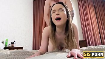 SIS.PORN. Babe got tired of masturbation and invited stepbrother to bed for pussy-nailing