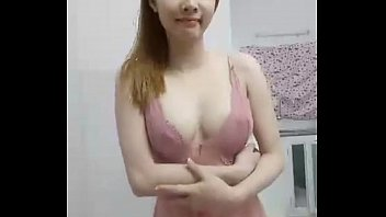 Cute Vietnamese on cam