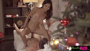 Bratty Sis - Dick In A Box Christmas Present By Pervy StepBro S7:E12 24分钟