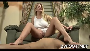 Hot foot fetisj with a sexy hotty smashing a face with feet