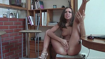 Busty Brunette Strips And Plays With Herself 7分钟