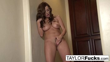 Taylor Vixen Shows Of Her Amazing Big Natural Tits