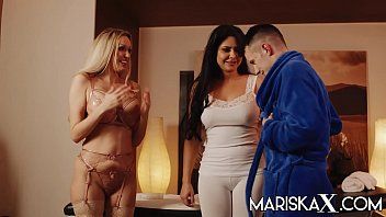 MARISKAX MILFs Mariska and Amber love y. men