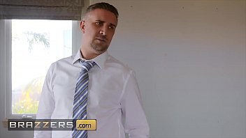 (Portia Paris) Is A Naughty Babe How Loves Fucking Strangers For Extra Cash - Brazzers