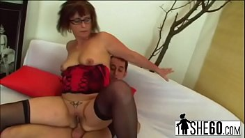 Nerdy old bitch has a round ass to fill with sticky cumer-man-hi-2
