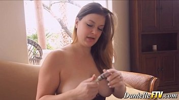 Solo naturally busty babe - 69VClub.Com