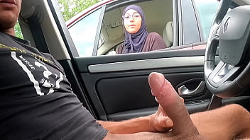CoverI take out my cock on a motorway rest area, this Muslim girl is shocked !!!