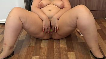 Green apple in big hairy pussy vaginal fisting and gaping cunt Mature BBW masturbates in the kitchen Homemade fetish