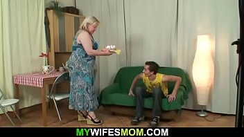 Young dude fucks busty chubby-faced grandmother