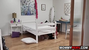 Trapped mother fucked by prevy step son