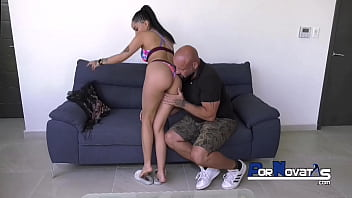 Mexican babe Barbara mont vs big daddy Jean Pallet 10分钟