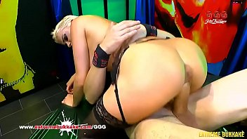 An amateur girl doing xxx in this casting action