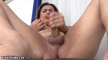 WhiteGhetto Trans MILF Gives A Steamy Solo Anal Fingering Performance