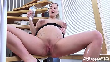 Pussy of pregnant Oiling up and rubbing her hot, pregnant pussy
