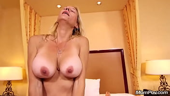 MomPov-Fucking my mature mom friend Janessa porno izle