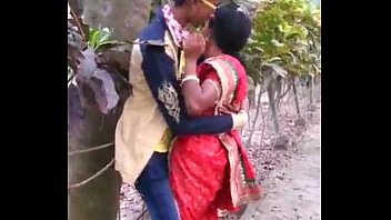 CoverMARATHI DESI BOY AND AUNTY PASSIONATE KISS IN PUBLIC