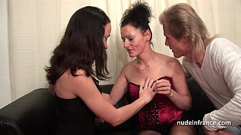 FFM Amateur french couple teaching a young brunette babe in hard fist didlo fuck thumbnail