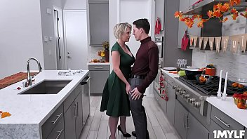 Stepmom Dee Williams milf pussy is so ready to be stuffed for thanksgiving