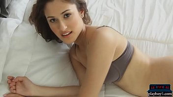 Teen latina model Tania Funes takes a very hot shower