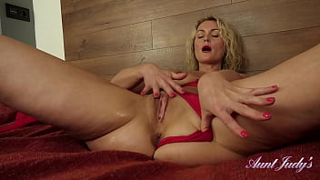 AuntJudys - 40yr-old Blonde Super-MILF Natie Masturbates with Lotion 13 min