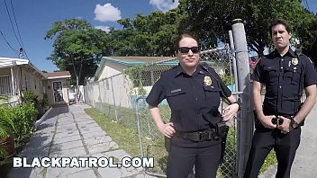 BLACK PATROL - Police Officers Maggie Green and Joslyn Respond Domestic Disturbance Call 12分钟
