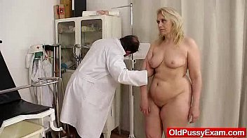 Doctor fucking fat mature - Blond-haired chubby milf explored by cunt doctor