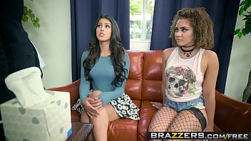 Free sexy porno - Brazzers - hot and mean - peyton banks, sophia leone - girl fight - trailer preview