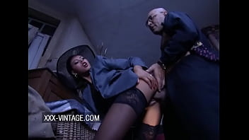 Olivia Rio anal sex in the back of the shop 8分钟