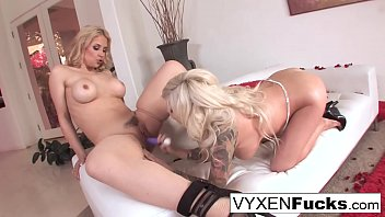Sexy pornstars Vyxen & Sarah fuck each other with toys