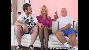 Swinger Blonde MILF Wants A New Man