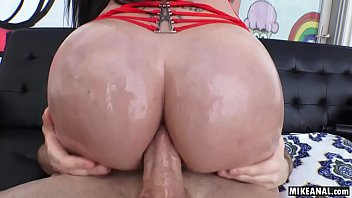 Italian-Jamaican Raven Bay Loves a dick in her mouth but even more in her ass 6 min