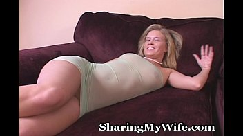Housewife with vibrator Housewife alone with her big toy