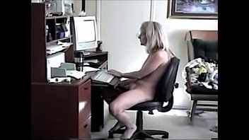 mother playing with her pussy on pc www.sex-family.com
